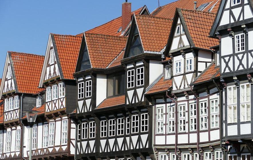 Der Bau eines Fachwerkhaus ist traditionelle Handwerkskunst
